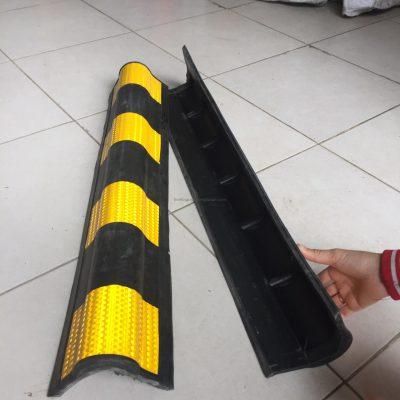 Ốp góc tường tròn phản quang 80 cm