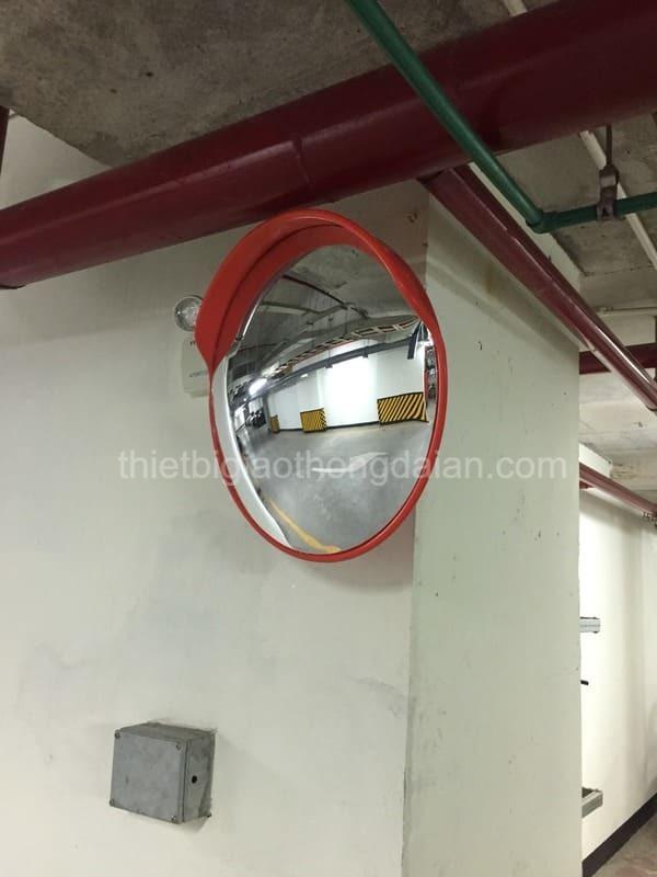 + Gương lắp tại hầm bãi xe